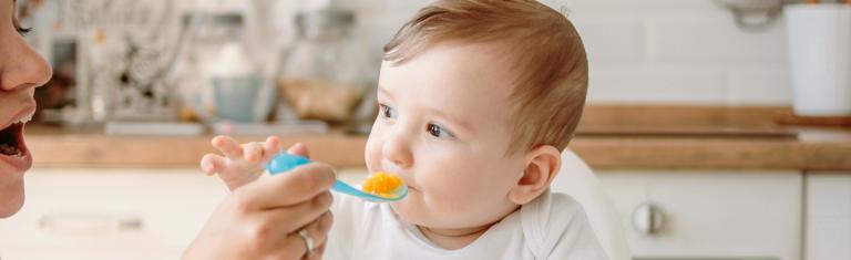 Alimentation et digestion du bébé de 2 à 6 mois
