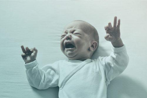 Inconfort digestif et pleurs du petit enfant : de quoi parle-t-on ?